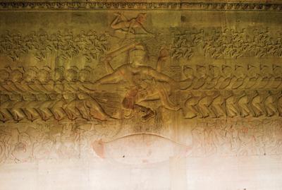 アンコールワット第一回廊の「乳海攪拌」。神々たちの頭上で舞い踊るアプサラたち