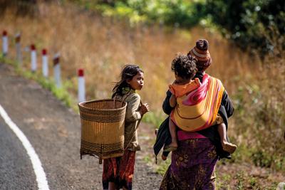 竹籠は高地クメール民族が共通して用いる道具だが、 各民族によって形や色、編み方などが少しずつ異なる