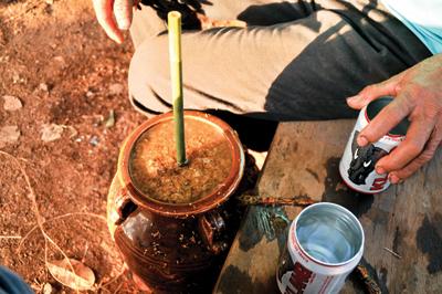 壺酒は祭事や客人が来た時に飲むことが多い。 壺に水を足しながら味が薄くなるまで、一つの壺を数人で飲み回しする