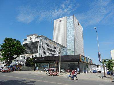 カンボジア商業銀行最大手のACLEDA銀行本店。立派な新社屋が完成した。