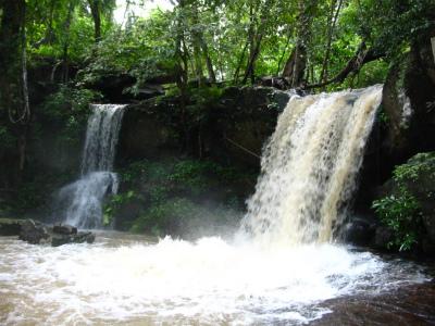 山上の遺跡-滝