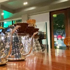 【動画】ノロドム通りにある大型カフェ「Misterbrew Coffee Cambodia」